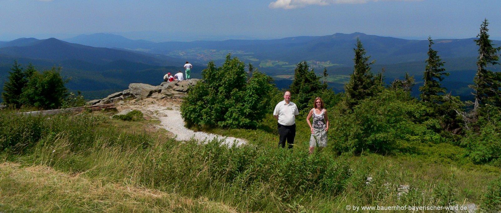 bauernhof-bayern-wanderurlaub-bayerischer-wald-bergwanderung-arber