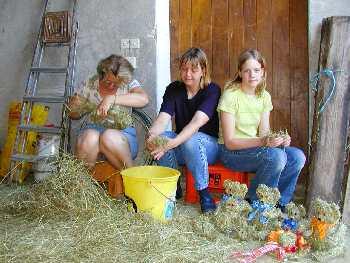 Mit Heu basteln - Erlebnisse auf einem Bauernhof