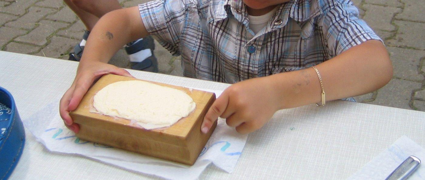 erlebnisbauernhof-bayerischer-wald-butter-selber-machen