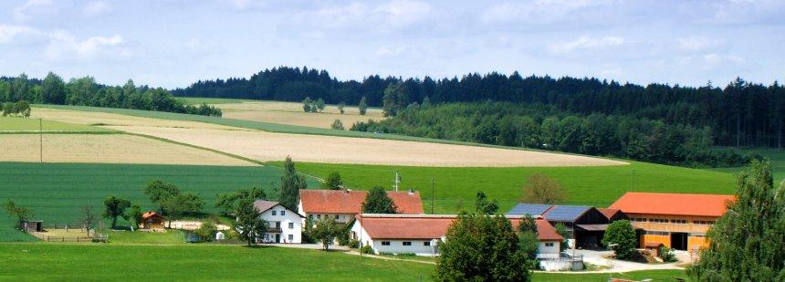 Ansicht vom Gschwandnerhof - Urlaub in Ostbayern Bauernhofferien im Bayerischen Wald