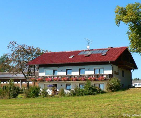 wagner-bauernhofurlaub-familien-kinderfreundlich-bayern-ferienhaus-ansicht